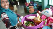 Чем кормят учеников в школах разных стран