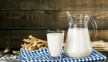 Причины, по которым молоко не киснет, а начинает горчить