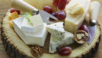 Как правильно нарезать сыр с учетом его сорта